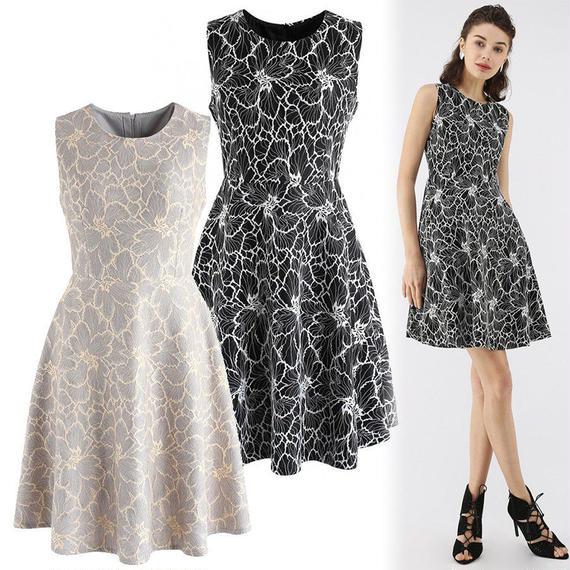 フローラル刺繍ノースリーブドレス