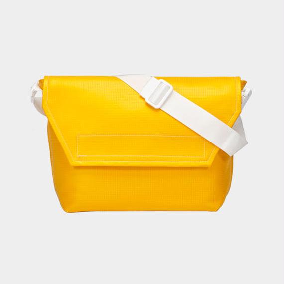 Volleyballer's Messenger Bag (C)/バレーボール パンチングレザー イエロー