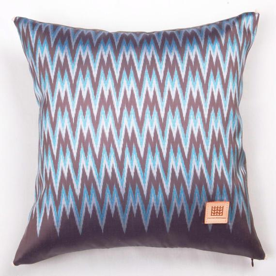 Handwoven Mudmee Silk Cushion Cover    手織りシルク絣マッドミーのクッションカバー PSM−007