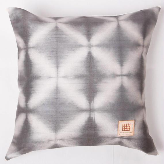 Plant dyeing silk cushion cover         手織りシルク草木染めクッションカバー   PSD-005