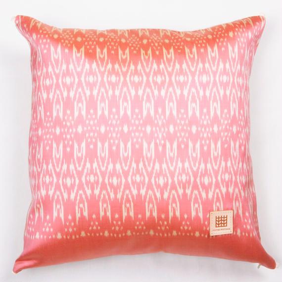 Handwoven Mudmee Silk Cushion Cover    手織りシルク絣マッドミーのクッションカバー PSM−005