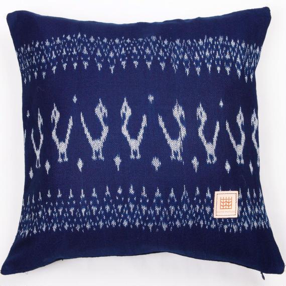 Natural Indigo dyeing handwoven cotton cushion cover  天然インディゴ染め、手織りコットンクッションカバー