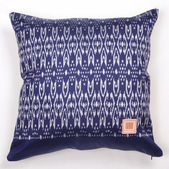 Handwoven Mudmee Silk Cushion Cover    手織りシルク絣マッドミーのクッションカバー PSM−006
