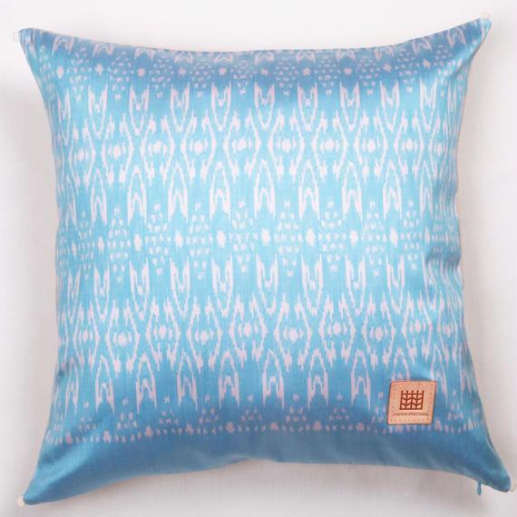 Handwoven Mudmee Silk Cushion Cover    手織りシルク絣マッドミーのクッションカバー PSM−003