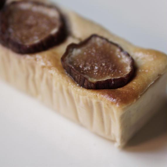 『cheese cake』-無花果(いちじく)と白胡麻のチーズケーキ- ※10/5(金)発送分