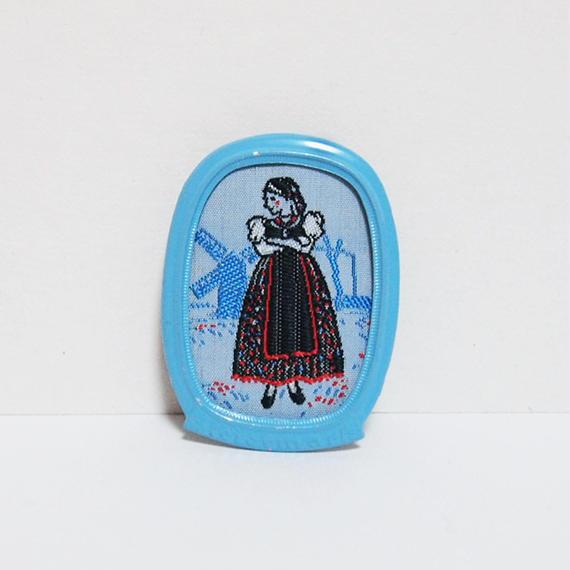 ドイツでみつけた刺繍ブローチ