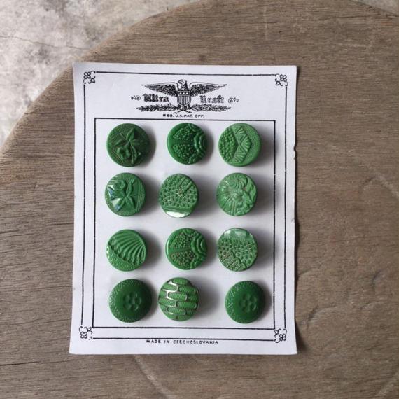 チェコのガラスボタン(グリーン)