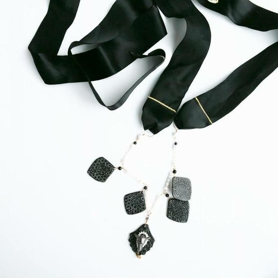 JokeSchole ceramic necklace black
