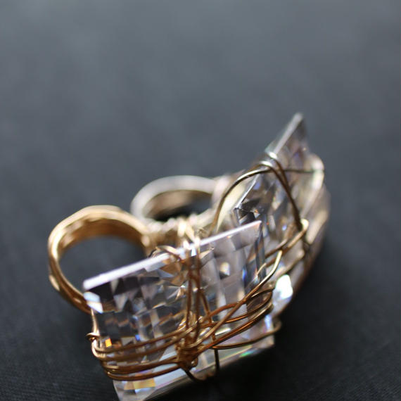 Double fancy you ring、2large white C.Zstone whith gf wire