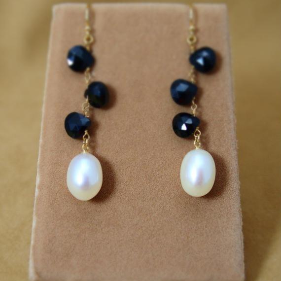 Black Spinal&Pearl Design Earrings