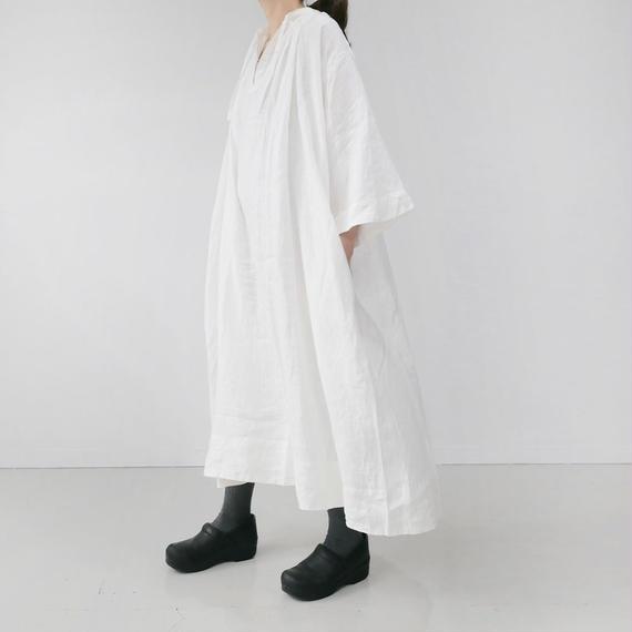 UNIVERSAL TISSU ユニヴァーサルティシュ フレンチリネン monastery uniform one piece   WHITE