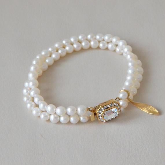 Marie (pearl bracelet / gold color  clasp)