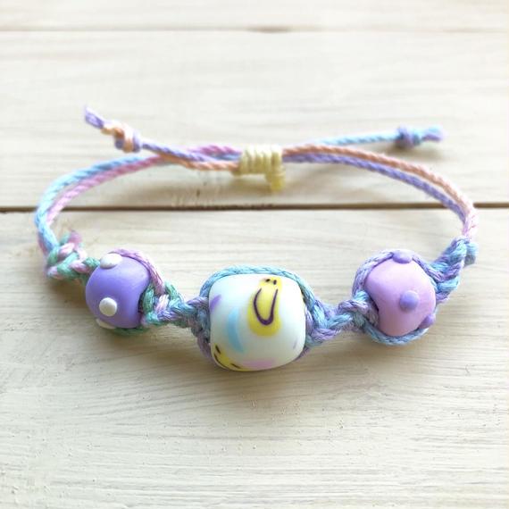 ☺︎にこちゃん3つビーズミサンガ☺︎(pastel white)