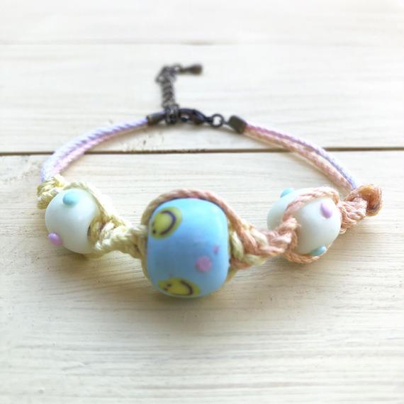 ☺︎にこちゃん3つビーズミサンガ☺︎(pastel blue)