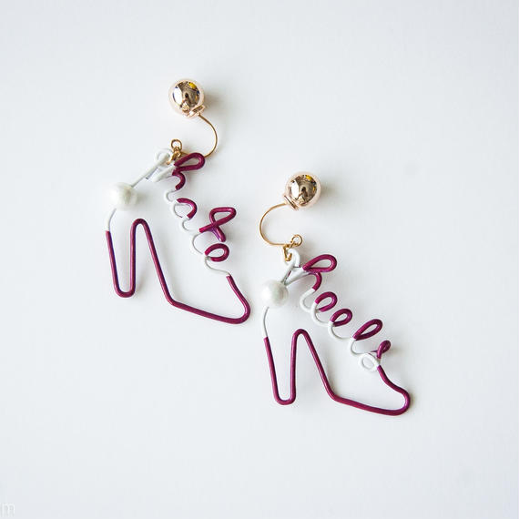 Arty Wire Pierced Earrings  - hate heels  PIERCE  / GRAPE RED