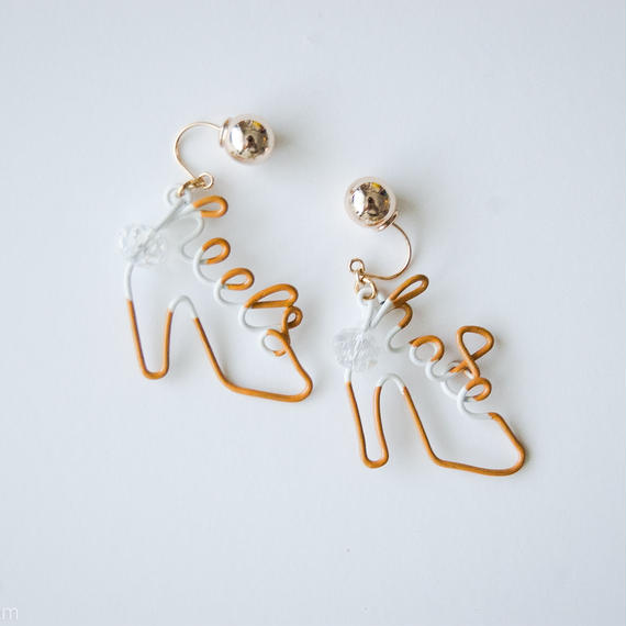 Arty Wire Pierced Earrings  - hate heels  PIERCE  / DARK YELLOW