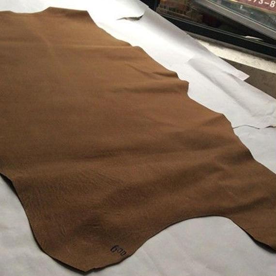 ブラウン 豚 ピッグ 本革 30cm 裏地 スエード 素材 レザー 加工用 ハギレ ハンドメイド 手作り レザークラフト h00003