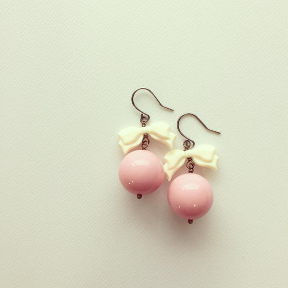 ピンクボール×リボン ピアス