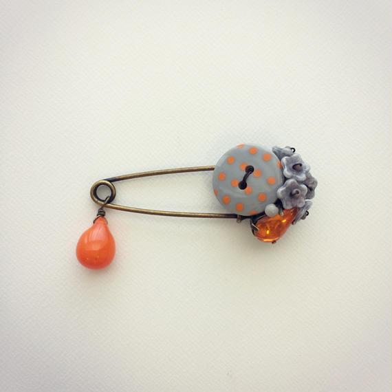 ストールピン オレンジとグレーのドットボタン