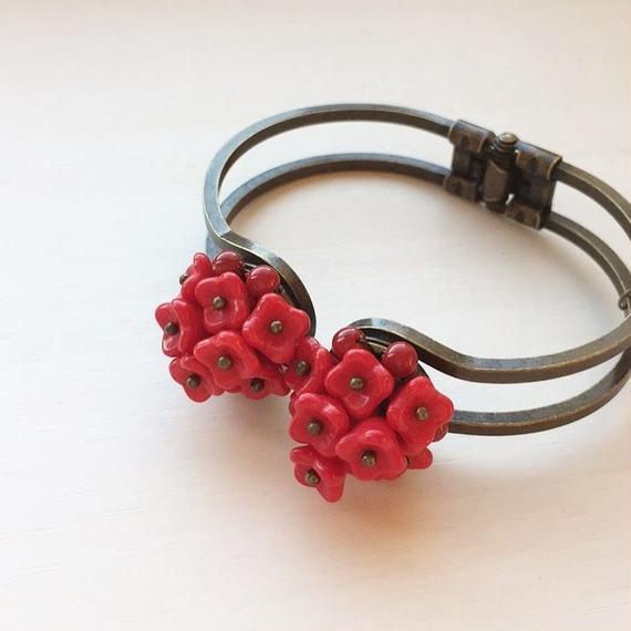 赤いお花のバングル