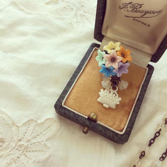 パステルフラワー花かごピンブローチ