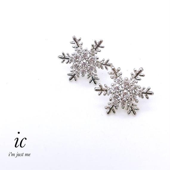 雪の結晶ピアス