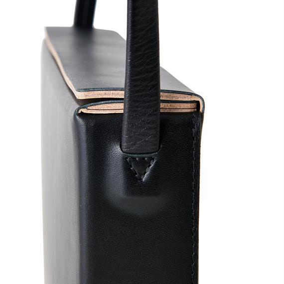 LE40 / COW KIP LEATHER  BOX SHOULDER M