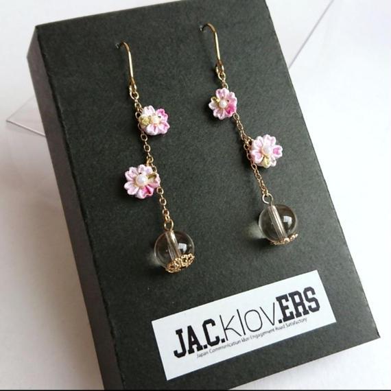 小さな桜と水晶のピアス