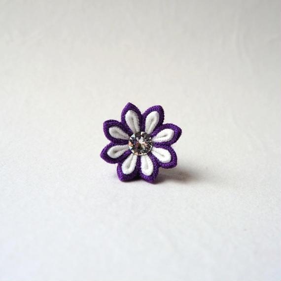 紫のタックピン