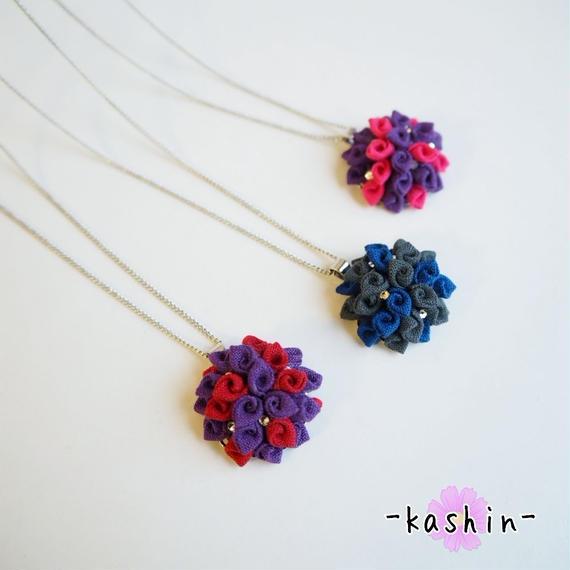 巻き花ネックレス