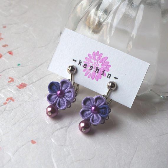 紫花のイヤリング