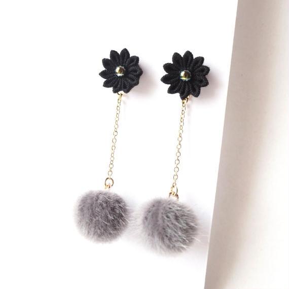 黒×グレーのファーピアス