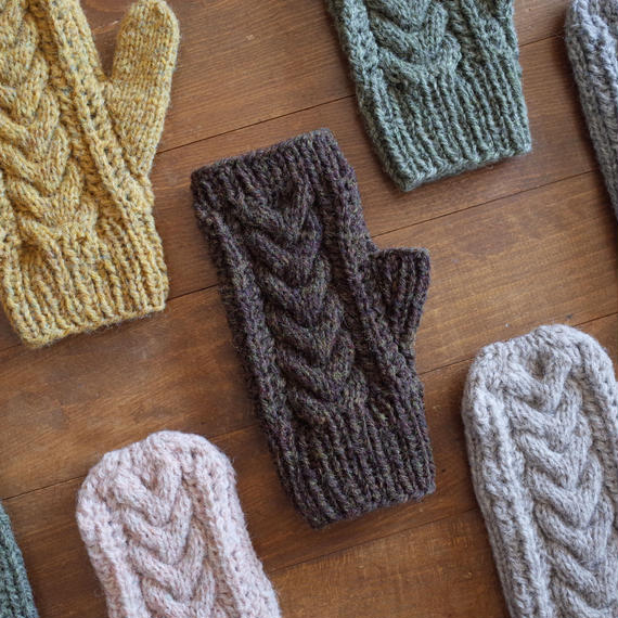 ケーブルとレースの手袋 / Herkkä[ヘルッカ]/ ダークブラウン