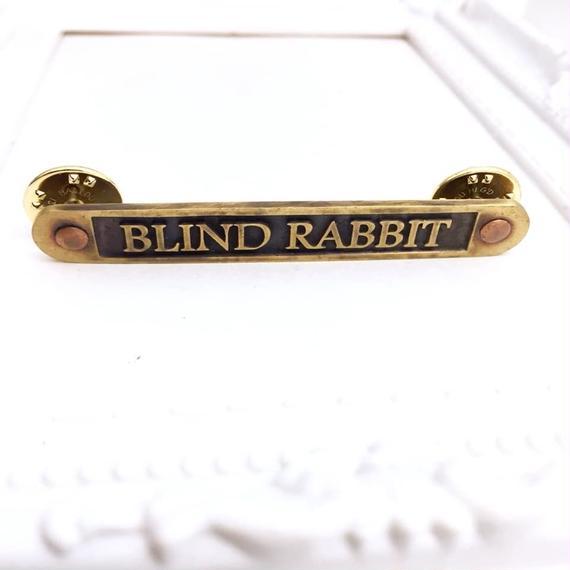 【10/28までの期間限定販売】Nameplate PIN Lサイズ[BLINDRABBIT]