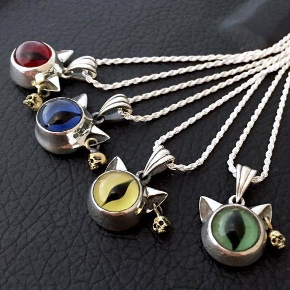 [SKURANGER-pendant]【蛇骨堂限定販売】 白にゃんぴすペンダント
