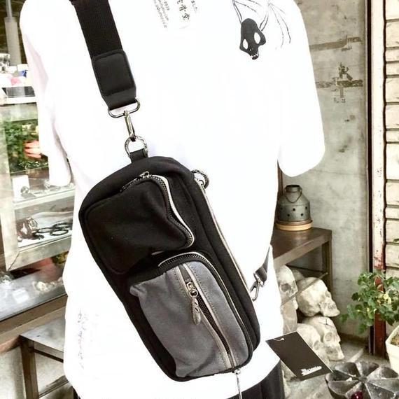 お出掛け便利なボディバッグ☆バイカラーBOXバッグ[2018SSモデル]