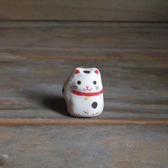 招き猫のフェーブ 白 Feve of Beckoning cat white