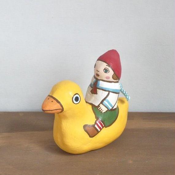 アヒルに乗った男の子土鈴 Claybell of Boy riding a duck