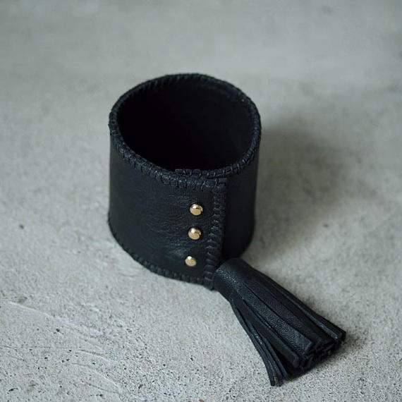 chiihao x nii-B tassel bangle black
