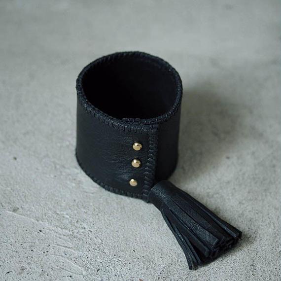 chiihao x nii-B tassel bangle black