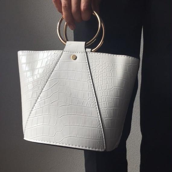 bag2-02056 リングバッグ フェイククロコレザーバケツバッグ ポーチ付き ホワイト ブラック