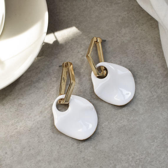 pierce2-02216 ペンタゴントップ ホワイトペタル ピアス