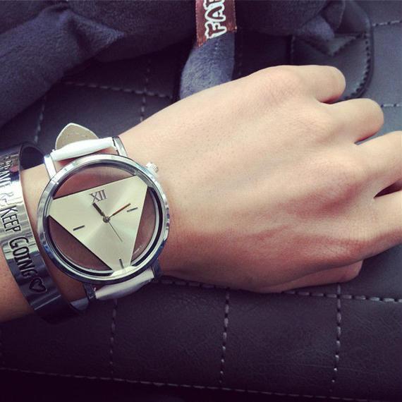 watche-02012 送料無料! スケルトン トライアングルリストウォッチ 腕時計 電池内臓済み 男女兼用サイズ