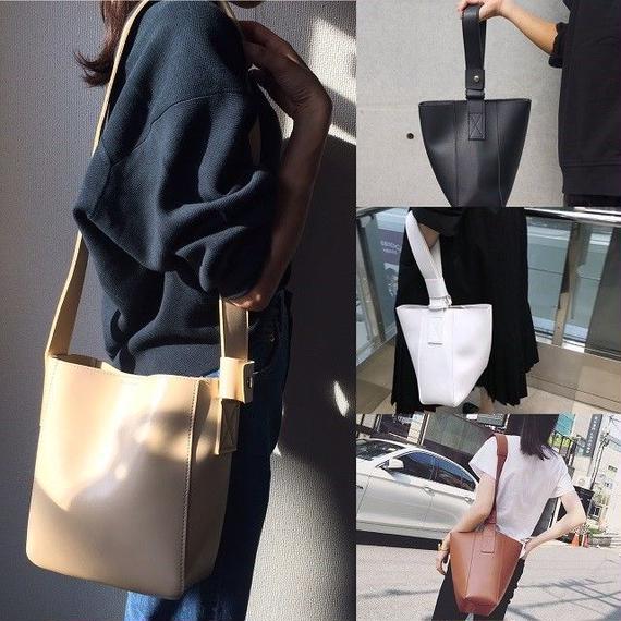 bag2-02057 ワンハンドル フェイクレザーバッグ ポーチ付き ブラック ホワイト ブラウンキャメル ベージュ