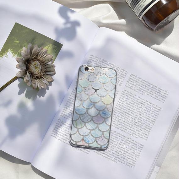 iphone-02443 送料無料!うろこ模様 マーブル模様 カラフル クリアiPhoneケース
