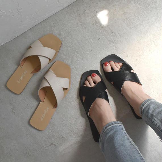 shoes-02006   クロスベルト フラットサンダル