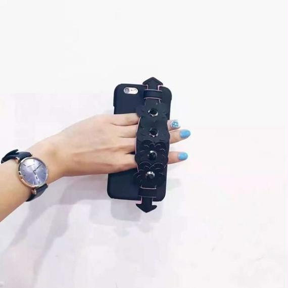 iphone-02338 送料無料! ブラック フラワーベルト付き 落下防止 iPhoneケース