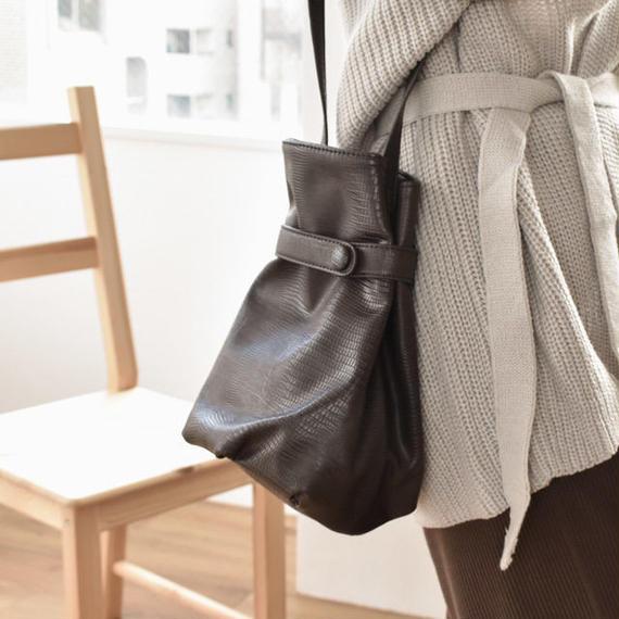 bag2-02440 クロコ型押しフェイクレザーバッグ ブラウン ブラック