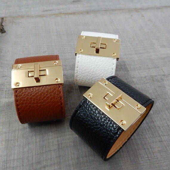 brace-02061  送料無料! 4cm幅 縦長型ゴールドひねり金具 太幅レザーブレスレット  ブラック ブラウン ホワイト