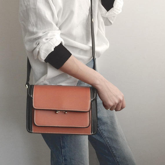 bag2-02305 タイプ7 多重ポケットバッグ ショルダーバッグ ブラック×キャメル